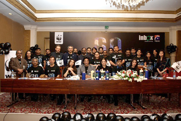 Inbox and WWF team with Earth Hour Ambassadors 2011