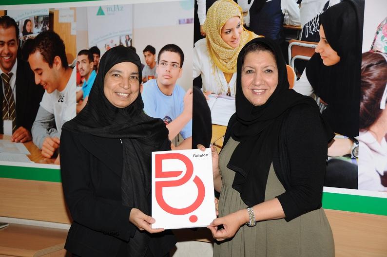 Nadia Hussain Presents Cheque