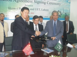 Colin Hu, CTO Huawei exchanging singed document with Vice Chancellor UET Lahore Let. Gen Muhammad Akram Khan